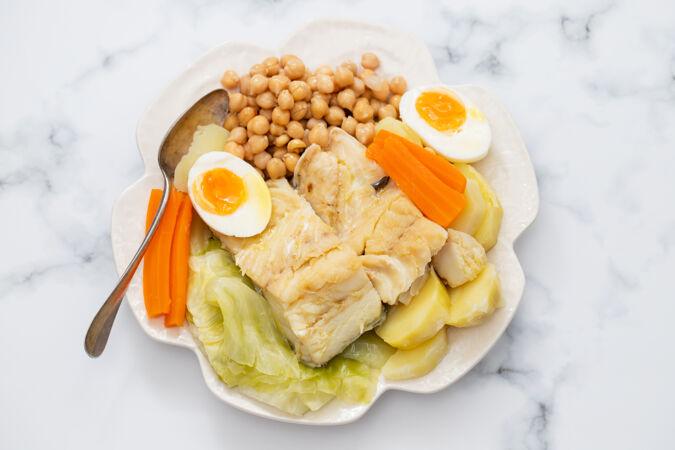 菜煮鱼 白板煮鸡蛋