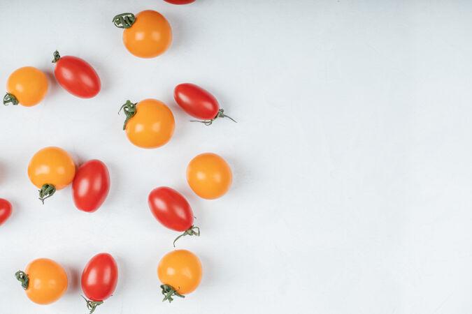 彩色有机西红柿白色背景高品质的照片